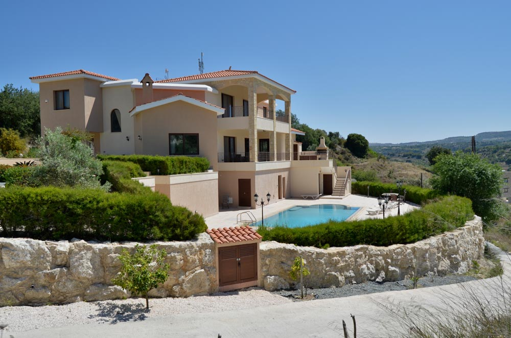 Villa with plot
