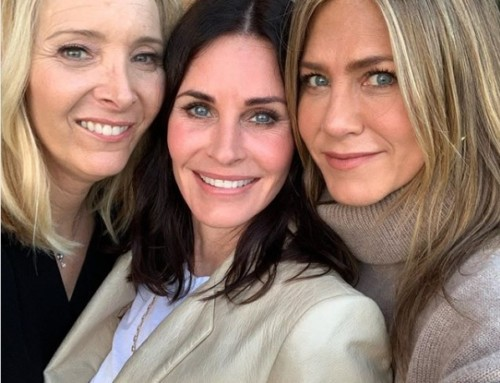 Don't you just LOVE this? Phoebe, Monica & Rachel meet again!